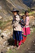 Peruvian women, sanata cruz, cordillera blanca