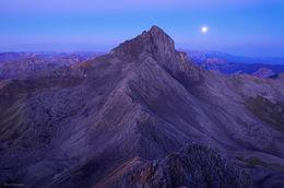 Wetterhorn Moonset
